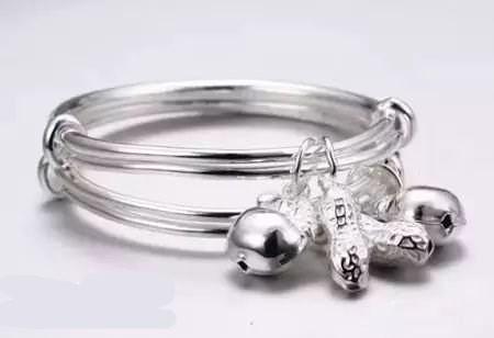 小孩能佩戴纯银饰品吗?