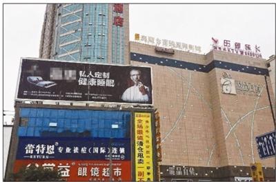 """庆阳女生跳楼围观者被拘 多位发布""""起哄""""言论太无人性"""
