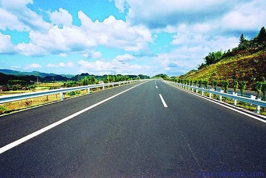 """中国石化""""东海牌""""沥青铺上巴基斯坦PKM高速公路"""