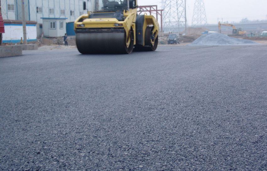 琼中至乐东高速公路项目主线沥青路面施工完成