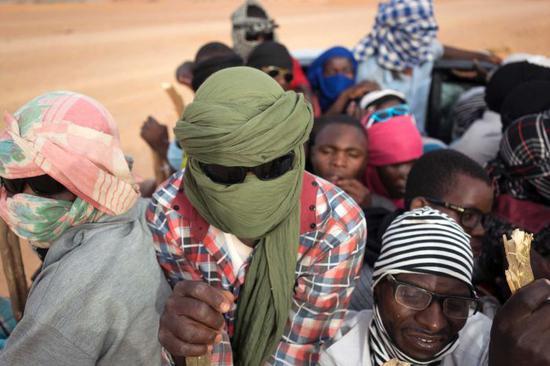 上万难民被赶沙漠 仅有11276人活了下来