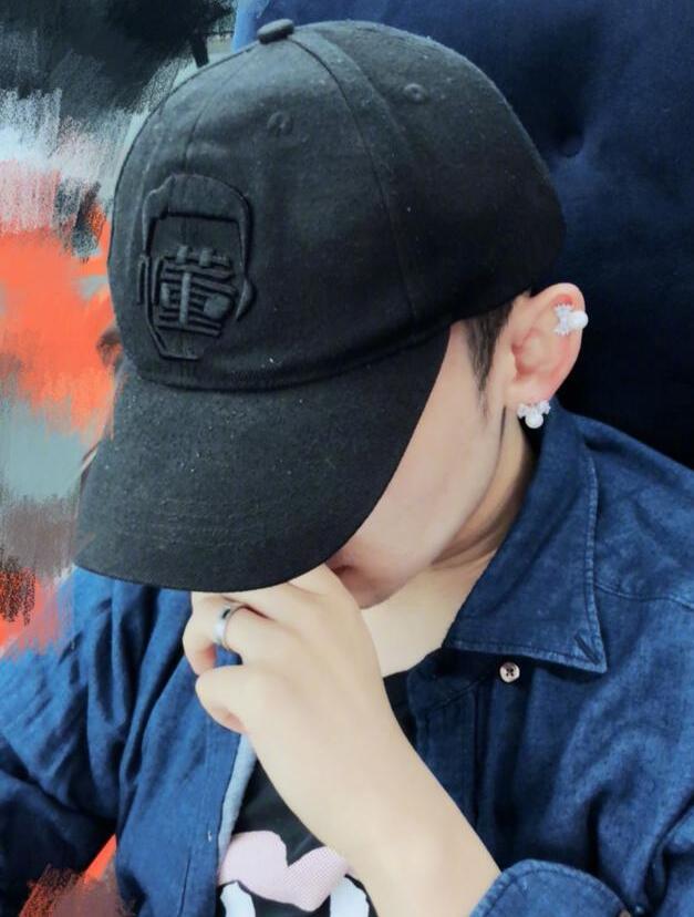 董子健对孙怡说土味情话遭嫌 帽子起球耳钉很少女