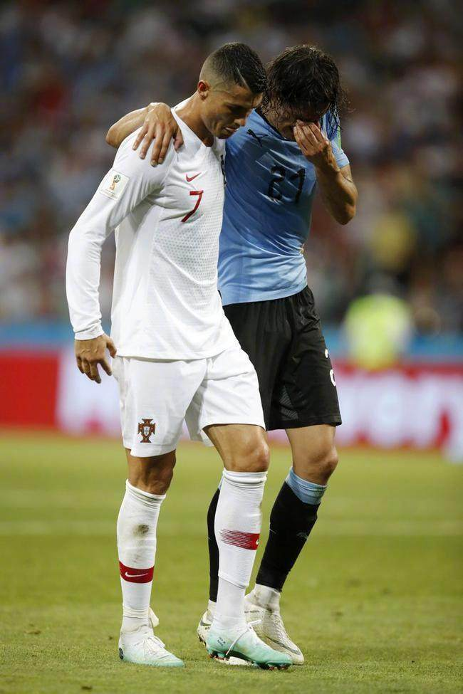 C罗风度获球迷点赞 善意举动获得乌拉圭球迷掌声