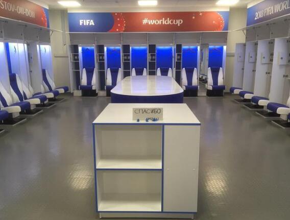 日本队清理更衣室 离开时候还用俄语写了'谢谢'