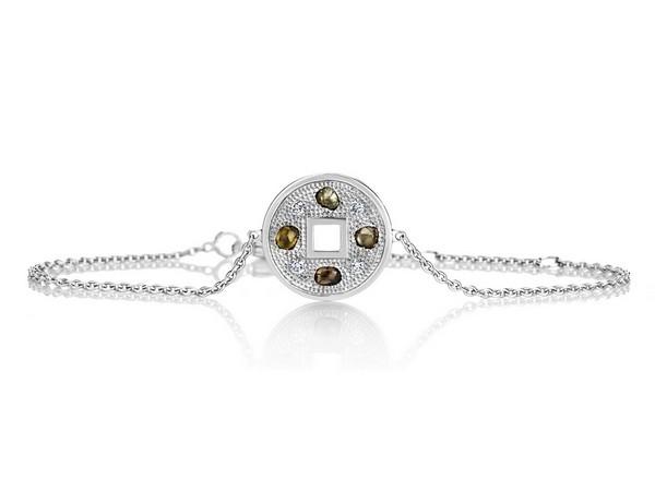 戴比尔斯珠宝将感恩之心融入 以钻石永恒的璀璨之光