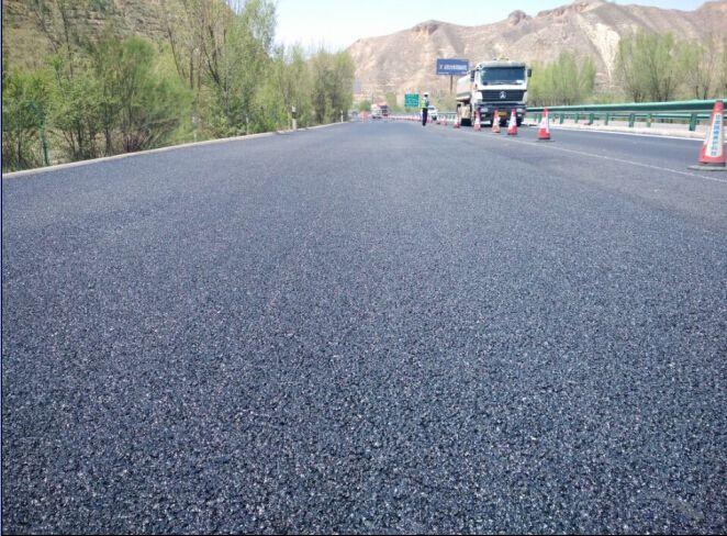 昆明人民路将于本月10日前完成沥青粗粒铺设工作