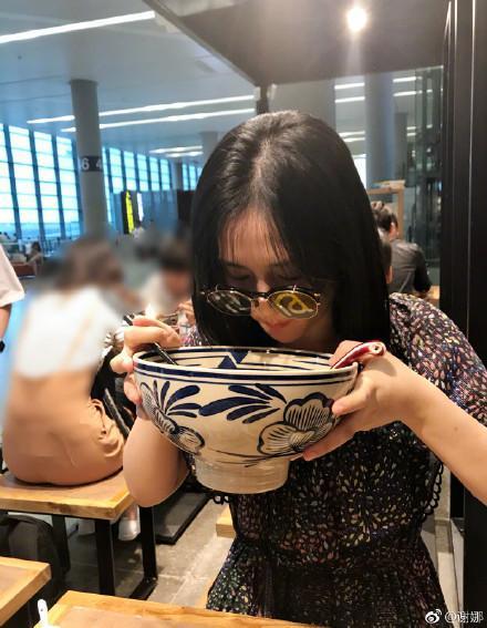 谢娜你的偶像包袱呢?吃面碗比脸还大