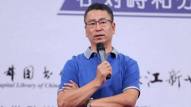 白岩松又呛国足:中国足球还是去定定神吧