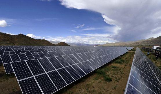 海南共和50兆瓦光伏电站一次性成功并网发电