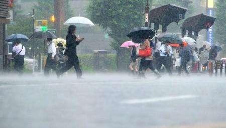 日本暴雨造成90人死亡