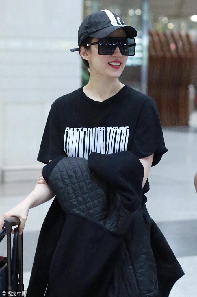 刘亦菲最新机场街拍 瘦回女神范