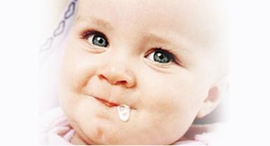 婴儿吐奶怎么办