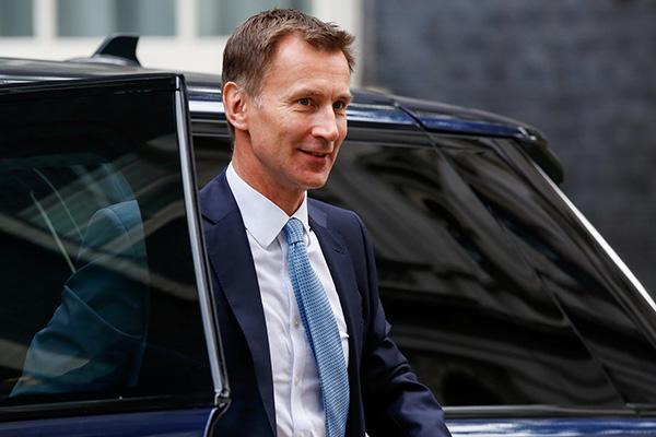 """英外交大臣是中医粉 还有个""""满分中国女婿""""的称号"""