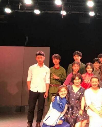 王俊凯回北电参加期末考 吹小号解锁新技能
