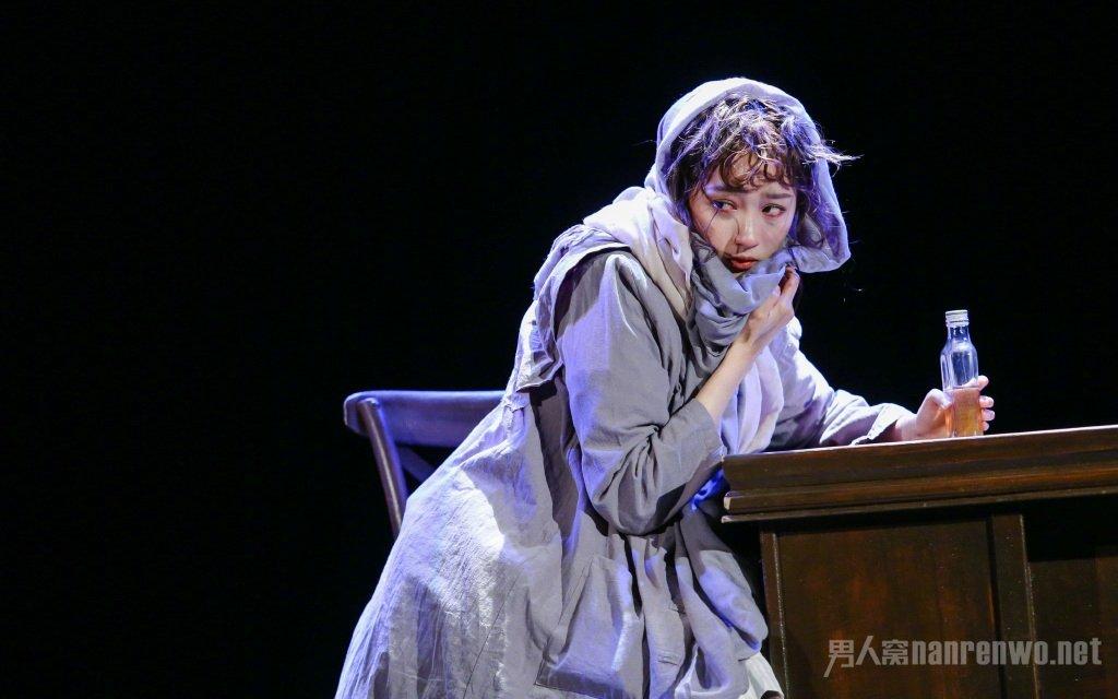 关晓彤期末汇报挑战经典角色