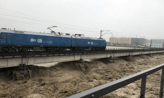 火车压梁抗洪 增强桥梁自重 提高洪峰对桥墩冲刷时梁体稳定性