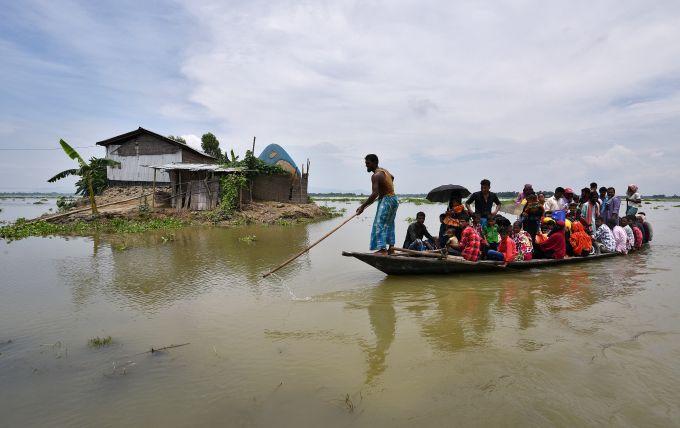 今年印度洪水泥石流丧生人数近200人