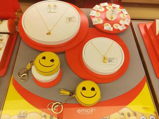 中国黄金发布emoji系列珠宝首饰