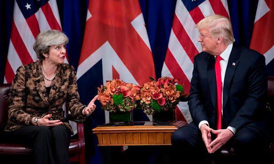 特朗普访英 梅姨很尴尬