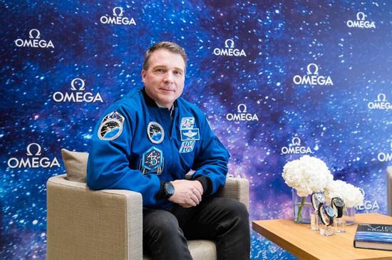 欧米茄携手NASA宇航员特里·弗茨致敬超霸系列的太空传奇