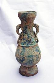 江油市太平镇清理出3件精美青铜器和36件瓷器