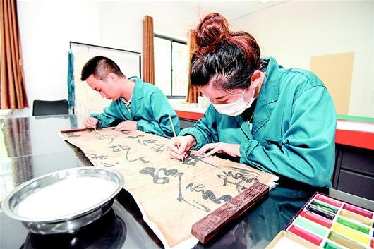 """荆州博物馆对""""万历首辅""""张居正的书法作品进行修复"""