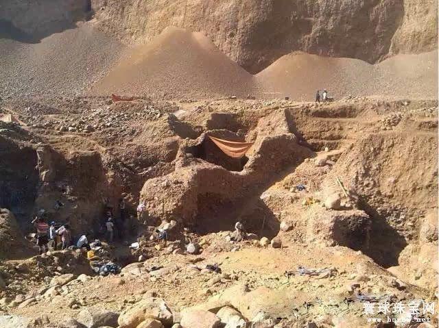 缅甸帕敢一处废弃翡翠矿坑发生塌陷