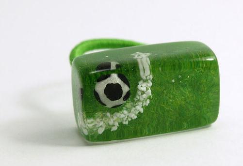 戴在身上的足球热血 这些珠宝简直太生动形象了