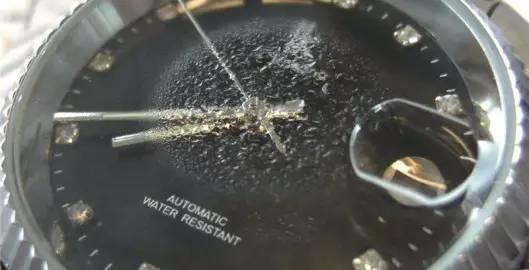 手表里面起雾