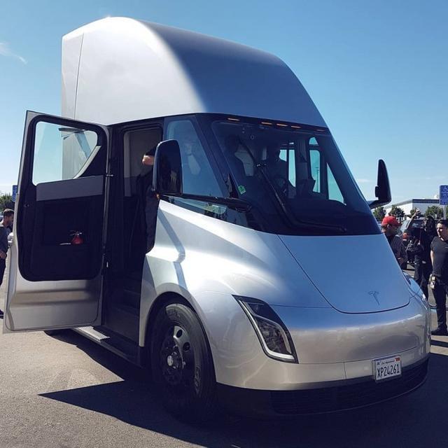 未来卡车照进现实 特斯拉Semi实车曝光