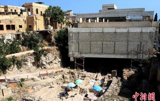 英国考古队在黎巴嫩西顿发掘出中世纪防御塔以及瓷器