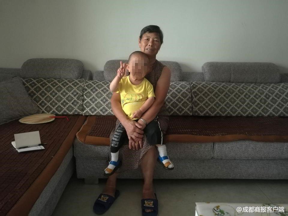 48岁儿子仅76厘米 母亲有太多苦日子不知道从何说起