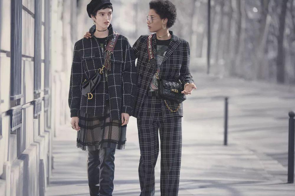 已经停产的 Dior 经典Saddle手袋回归 释出全新系列