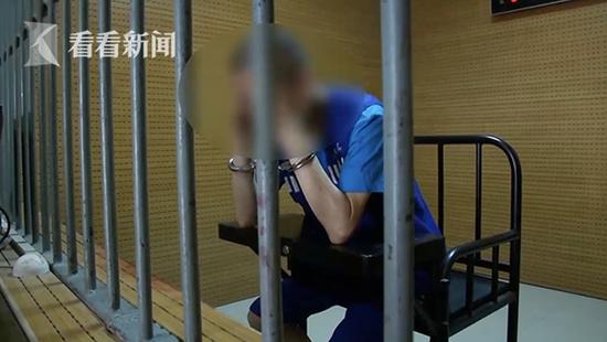 女儿哭诉遭网友强奸 父亲用刀捅向这位男网友