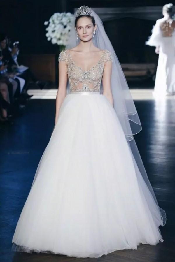 为什么白色婚纱会拥有如此至高无上的地位