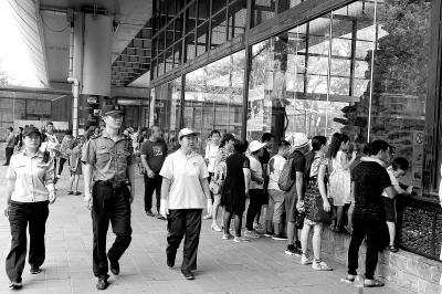 城管动物园执法 对游客不文明游园行为将进行处罚