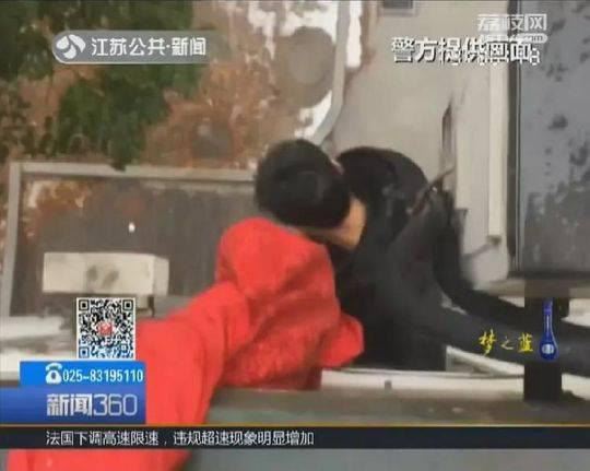 毒贩拒捕跳楼被卡 一场抓捕变成了紧急救援