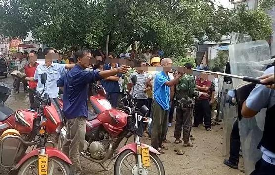 执法遭两百人追打 这些人的行为已威胁到当地的社会稳定