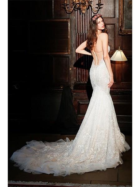 集大气和时尚于一身的鱼尾婚纱