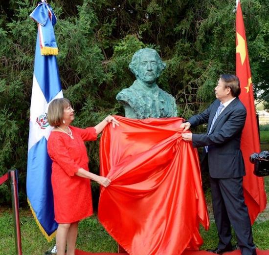 《胡安·巴勃罗·杜阿尔特》雕塑安放仪式在北京举行