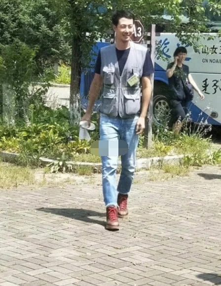 偶遇赵寅成在吉林某景区跟团旅游