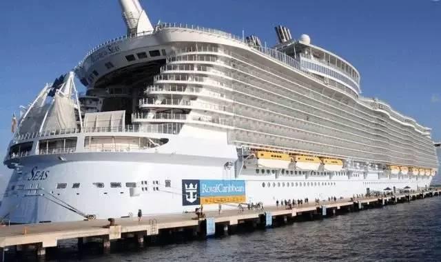 世界最大的邮轮 载客量比泰坦尼克号多近5成