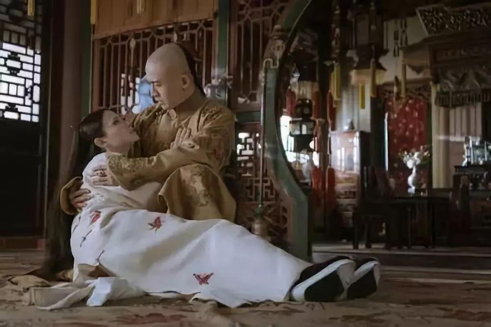 璎珞和傅恒在剧外好上了?吴瑾言和许凯亲密接受访问