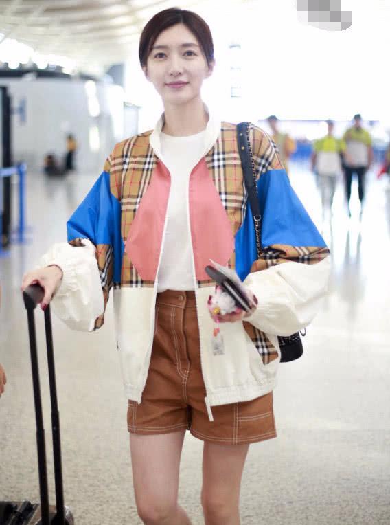 江疏影不愧是气质女神 机场穿搭秀出好品味