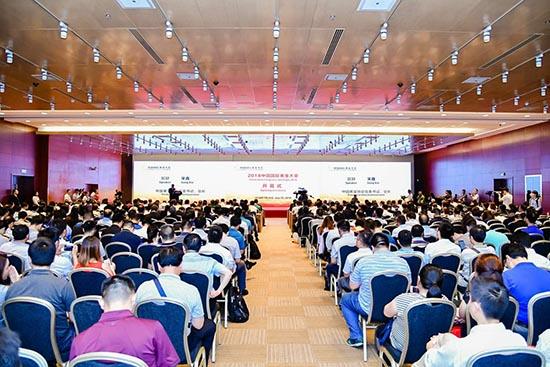 2018中国国际黄金大会 吸引了众多嘉宾驻足咨询和洽谈业务