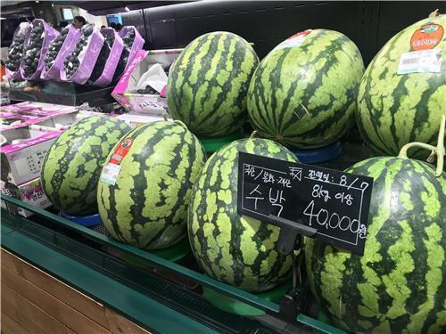 """韩国蔬菜水果疯涨 普通市民感慨""""吃不起"""""""