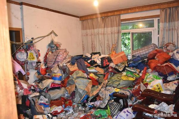 女子爱好收藏垃圾被起诉 运了30车才将垃圾清空
