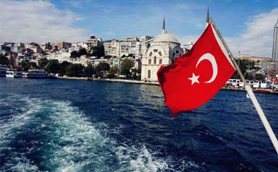 土耳其要与美国硬碰硬 里拉暴跌