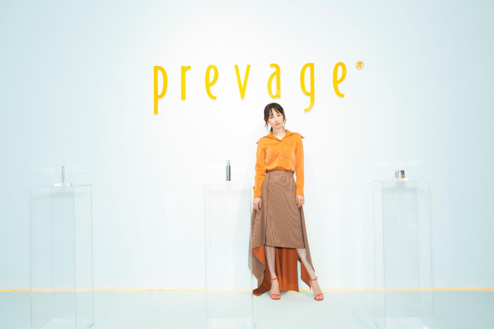 白百何瘦身成功出席品牌活动 橘色系造型显青春元气