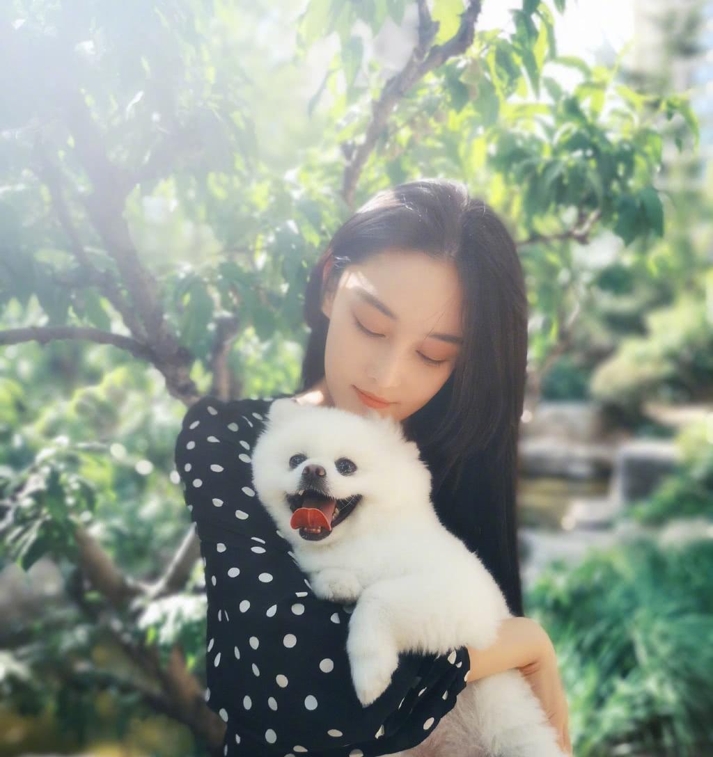 张馨予确认怀孕:现身孕检中心 送走爱犬安心养胎